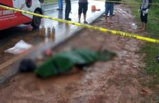 Geger, Mayat Ditemukan Tergeletak di Pinggir Jalan Area Hutan WKS - JPNN.com