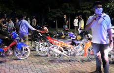 Keterlaluan, Puluhan Anak Muda Balapan Liar Saat Ramadan, Bawa Sajam Lagi - JPNN.com