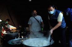 Tinjau Dapur Umum di Oebelo, Azis Syamsuddin: Status Bencana Nasional Percepat Pemulihan NTT - JPNN.com