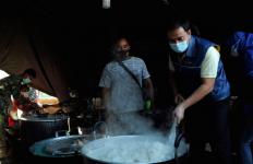 Aziz Syamsuddin Serahkan Bantuan Kepada Warga Terdampak Bencana di NTT - JPNN.com