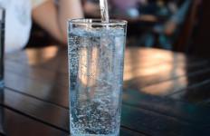 Khasiat Tidak Terduga Hanya Minum Air Putih Saat Sahur - JPNN.com