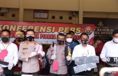 Polisi Tembak Peneror Anak Bupati Brebes, Sita Senjata Tajam dan Sabu-Sabu - JPNN.com