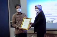 Menkes Serahkan Santunan kepada 11 Ahli Waris Tenaga Kesehatan yang Gugur - JPNN.com