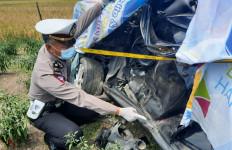 Mahasiswi Sidoarjo Tewas Tertabrak Kereta, Mobilnya Terseret Sejauh 64 Meter - JPNN.com
