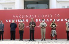 Dampingi Presiden RI, Mendikbud Tinjau Vaksinasi Seniman dan Budayawan - JPNN.com