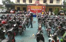 Razia Serentak di 14 Polsek, Polisi Angkut 84 Motor dan Ratusan Pebalap - JPNN.com