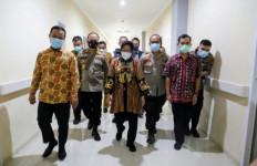 Kunjungi Tiga Korban Bom Makasar, Mensos Berikan Santunan - JPNN.com