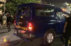 Mengerikan, Petugas Bea Cukai Diserang OTK, 1 Luka Parah - JPNN.com