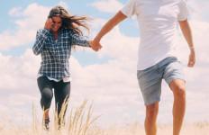 Tidak Hanya Materi, 4 Hal Ini yang Bisa Bikin Wanita Jatuh Cinta Kepada Seorang Pria - JPNN.com