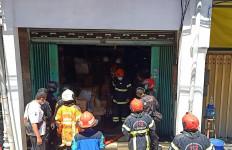 Kebakaran Ruko di Genteng Surabaya Menewaskan Satu Orang - JPNN.com