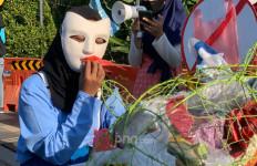 Sampah Mikroplastik Cemari Kali di Jawa Timur, Sumbernya dari Limbah Domestik - JPNN.com