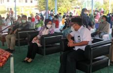 PJB Santuni Anak Yatim, Defy Indiyanto: Kami Mohon Doa Dapat Melewati Pandemi - JPNN.com