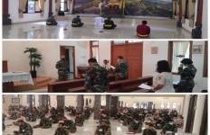 Prajurit TNI AL Berdoa Bagi Keselamatan ABK KRI Nanggala-402 - JPNN.com