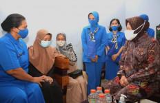 Mensos Beri Dukungan Morel dan Santunan Bagi Ahli Waris KRI Nanggala-402 - JPNN.com