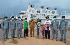 Bakamla RI Jemput Dua Nelayan Indonesia di Perbatasan Malaysia - JPNN.com