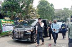 Gubernur Ridwan Kamil Menyambangi Rumah Letkol Irfan Suri, Bawa Uang Sebanyak Ini - JPNN.com