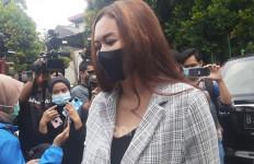 Resmi Menjanda, Aura Kasih Sesalkan Kepergian Eryck Amaral - JPNN.com