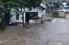 Sukabumi Diterjang Banjir dan Longsor, Petugas Gabungan Sudah Bergerak - JPNN.com