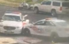2 Mobil Polisi Balapan, Bruk! 1 Menabrak Pagar Rumah Warga, Sisanya Lebih Parah - JPNN.com