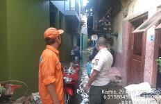 Kali Ciliwung Meluap, Kebon Pala Terendam Banjir Pagi Ini - JPNN.com