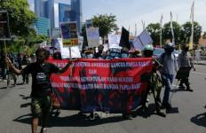 Mahasiswa Papua Gelar Aksi di Surabaya, Diadang Massa Pimpinan Stanley, Panas! - JPNN.com