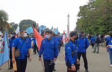 Hari Buruh: Pedemo Bawa Ini ke MK dan Istana Negara - JPNN.com