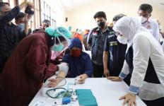 Ida Fauziah: Program Vaksinasi Perkuat Kesehatan dan Pelindungan Pekerja - JPNN.com
