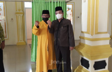 Viral Pria Diusir karena Pakai Masker Saat Mau Salat, Masjid Al Amanah Didatangi Achmad Sidik - JPNN.com