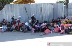 Ratusan Pemudik Telantar di Pelabuhan Jangkar, Ada yang Sudah 3 Hari Mengantre - JPNN.com