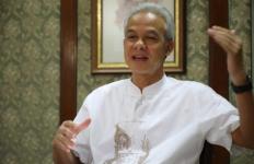 Puji Gibran dan Bobby Nasution, Ganjar: Hati-Hati, Jangan Sampai Pejabat Minta Parsel - JPNN.com