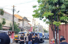 Densus Geledah Markas Eks FPI di Makassar, Banyak Barang yang Diamankan - JPNN.com