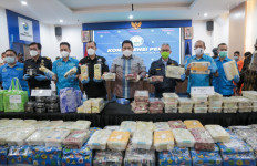 Bea Cukai dan BNN Amankan Kapal Pembawa 17,81 Kg Sabu-Sabu dan 1000 Butir Happy Five - JPNN.com
