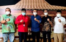 Sekjen Parpol Koalisi Pemerintah Iftar di PDIP, Hasto Jadi Sahibulbait, Gus Miftah Beri Tausiah - JPNN.com