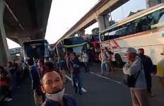 Penyekatan di GT Cikarang Barat Sempat Bikin Macet, Sejumlah Kendaraan Tak Diperiksa - JPNN.com