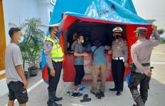 10 Pemudik dari Jakarta Bersembunyi dalam Truk Tertutup Terpal, Tujuan ke Ponorogo - JPNN.com