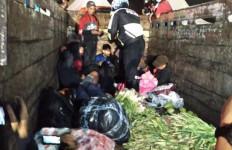 7 Orang Pemudik Sembunyi di Truk Pengangkut Sayur, Ketahuan - JPNN.com