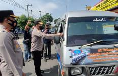 Rully Warga Kediri Hendak Mengirim Kue Pesanan ke Malang, Diminta Putar Balik, Akhirnya… - JPNN.com