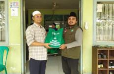 NU CARE dan Tokopedia Salurkan Sembako untuk Santri Tunanetra - JPNN.com