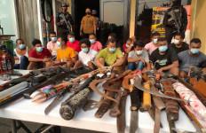 Polisi Mendapat Perlawanan Saat Menggerebek Kampung Ambon - JPNN.com