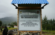 Teroris KKB Bakar Pusat Kegiatan Belajar Masyarakat - JPNN.com