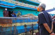 400 Kapal Nelayan Berlabuh di Jateng, Pak Ganjar Langsung Sidak - JPNN.com