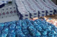 Anggota DPR Guspardi Bagikan Ribuan Paket Sembako di Dapilnya - JPNN.com