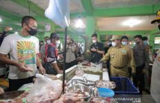 Kapolda Babel Tegur Pedagang dan Pengunjung Pasar Daging Sapi - JPNN.com