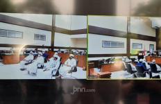 Habib Rizieq Sampaikan Satu Permintaan, Jaksa Sempat Protes, Hakim Tunda Sidang Pembacaan Tuntutan - JPNN.com