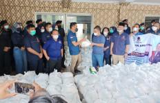 Bang Martin Salurkan Bantuan Sembako dan Sarung Senilai Rp 1 Miliar di Dapilnya - JPNN.com