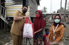 Bobby Nasution Menyerahkan Bantuan Presiden Jokowi untuk Nelayan di Medan - JPNN.com
