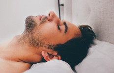 Manfaat Ajaib Tidur di Lantai, Bisa Ringankan Penyakit Ini - JPNN.com