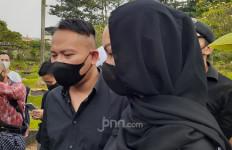 Merasa Kehilangan Sosok Sapri, Vicky Prasetyo: Allah Lebih Sayang - JPNN.com