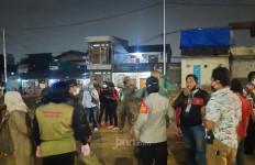 Malam Takbiran Diwarnai Perang Petasan di Jakarta Timur - JPNN.com