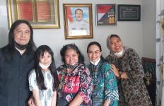 Royke Arek Band Datangi Rumah Komandan KRI Nanggala 402 - JPNN.com